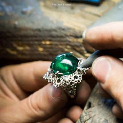 Craftsmanship of Van Cleef & Arpels Amour Amour ring