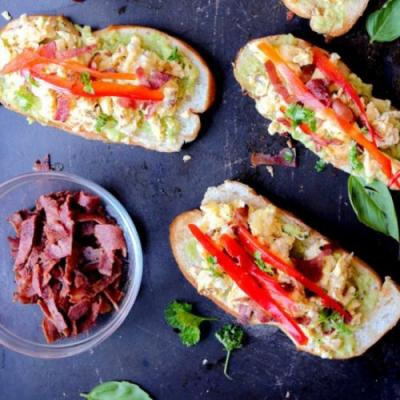 EASY BREAKFAST BRUSCHETTA