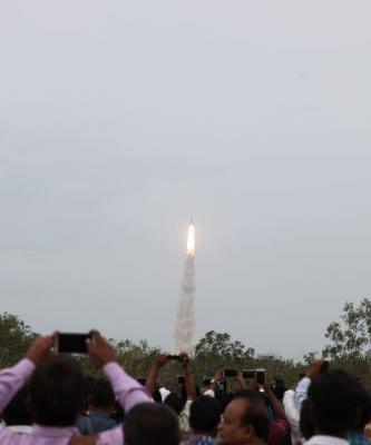 India loses contact with spacecraft during historic moon landing attempt