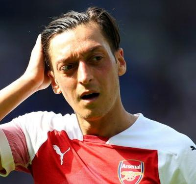 Ozil missed Arsenal win at Fulham due to back injury, confirms Emery