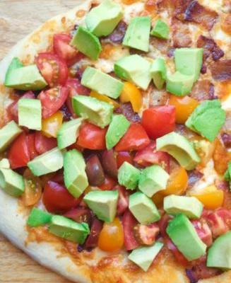 Pizza with Bacon, Avocado, and Tomato